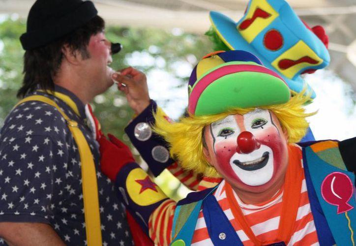 Durante tres días, más de 40 payasos se congregaron e hicieron reír a las alrededor de 300 personas que a diario acudieron a sus espectáculos.  (Octavio Martínez/SIPSE)