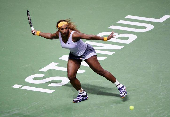 Serena Williams se impuso a la alemana Angelique Kerber (8) por parciales de 6-3 y 6-1. (Agencias)