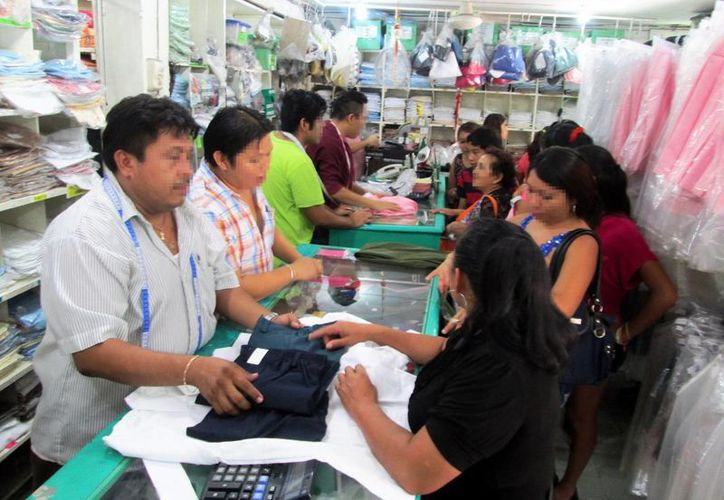 Los negocios establecidos en la venta de prendas ofrecen garantía en la calidad de las prendas. (Milenio Novedades)