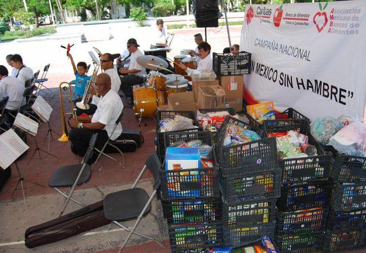 La ayuda será enviada a las personas que resultaron damnificadas por los meteoros 'Ingrid' y 'Manuel'. (Tomás Álvarez/SIPSE)