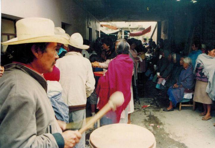 """Jorge Guevara Hernández, investigador del INAH, informó que Ixtenco es el único asentamiento otomí en Tlaxcala, y sus habitantes mantienen una relación muy estrecha con el volcán """"La Malinche"""". (Notimex)"""