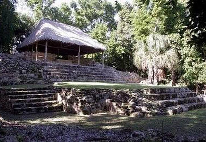 El INAH, está en contra de que se cobre en las ruinas mayas. (Harold Alcocer/SIPSE)