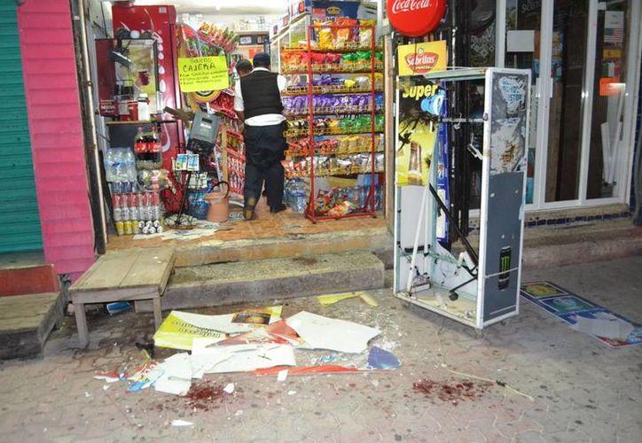 Tres personas causaron destrozos en una tiendita cuando les negaron la venta de alcohol. (Redacción/SIPSE)