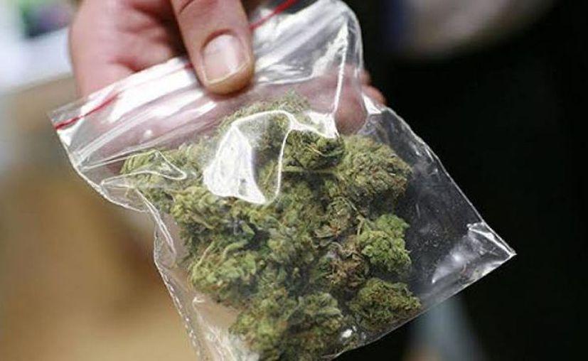 """Francisco Israel """"N"""" y David Arturo """"N"""" fueron detenidos con dosis de marihuana en Nueva San José Tecoh. (Novedades Yucatán)"""