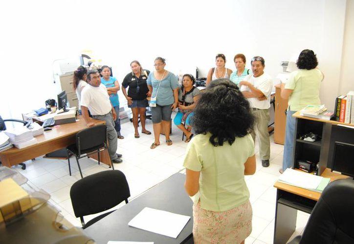 Familiares de internas se reunieron con la segunda visitadora de la Cdhqroo. (Eric Galindo/SIPSE)