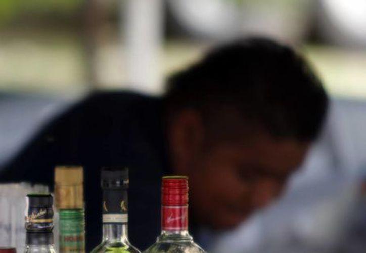 Muchos jóvenes ingieren alcohol desde temprana edad. (Milenio Novedades)