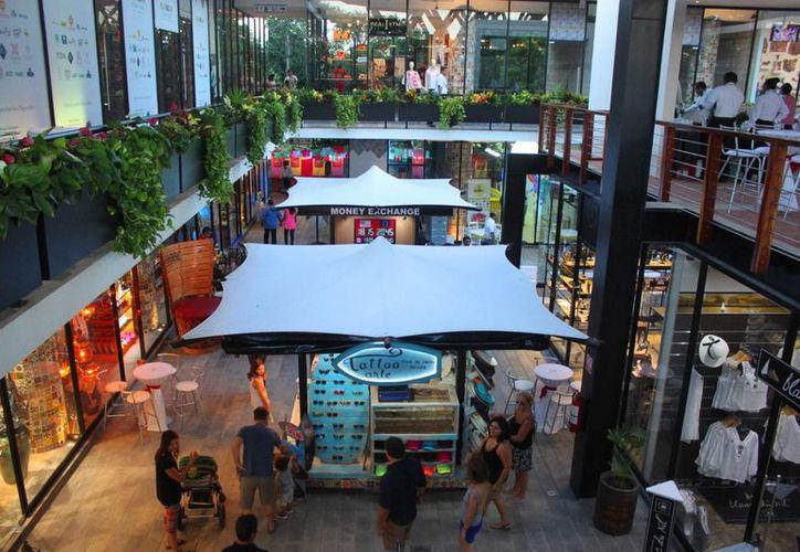 Un nuevo centro comercial fue presentado oficialmente ayer en Playa del Carmen. (Daniel Pacheco/SIPSE)