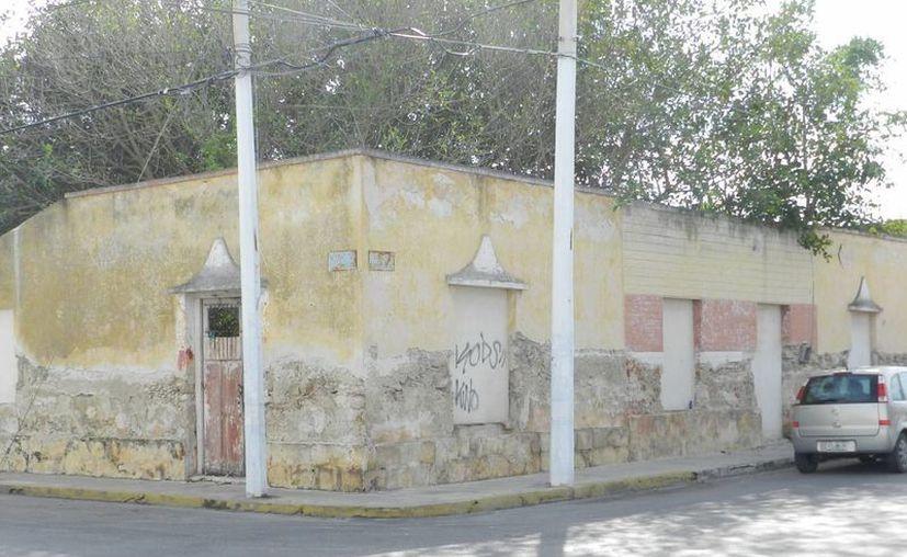 Casas antiguas de Progreso resienten el paso del tiempo y la falta de mantenimiento. (Manuel Pool/SIPSE)