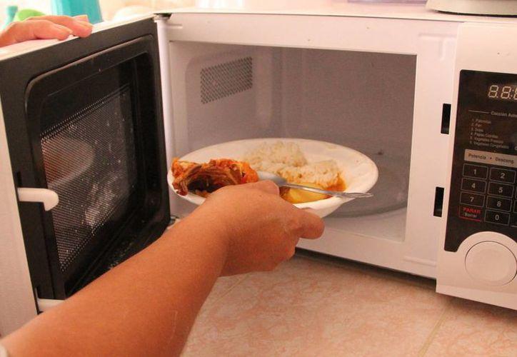 Recomiendan especialistas comer alimentos sanos y observar medidas de higiene contra la hepatitis A. (José Acosta/SIPSE)