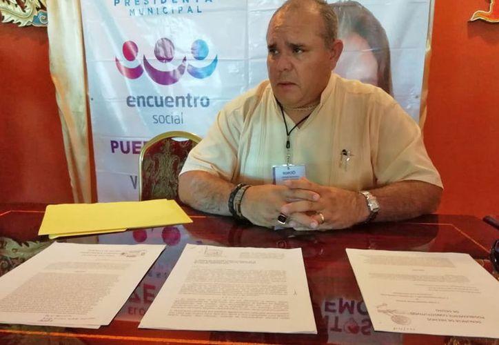 El coordinador de campaña de Eloísa Zetina, presentó las denuncias ante las autoridades.  (Jesús Tijerina/SIPSE)
