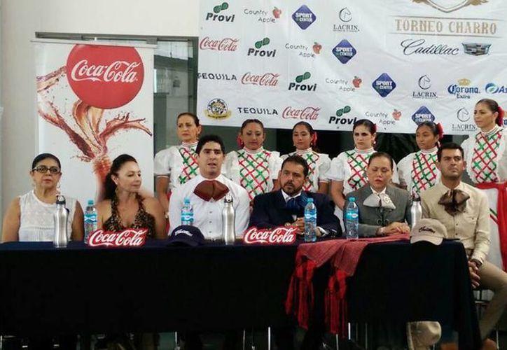 Imagen de la conferencia de prensa donde se anunció el  Torneo Charro Cadillac del 15 al 19 de julio. (Marco Moreno/SIPSE)