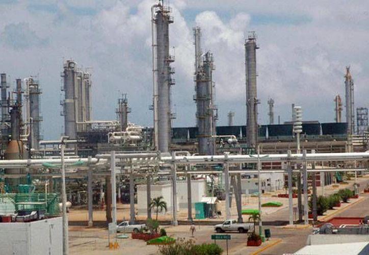 La refinería de Pemex en Ciudad Madero procesa unos 186 mil barriles de petróleo diariamente. (hexpreso.press)