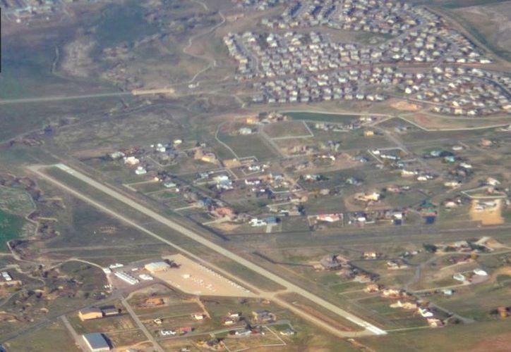 Vita aérea del aeropuerto municipal de Eire, 36 kilómetros al norte de la zona metropolitana de Denver, cerca de donde cayó la avioneta. (Google Maps)