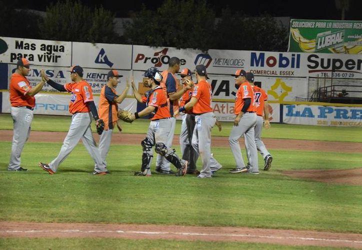 Los Tigres festejaron otra victoria de visita. (Redacción/SIPSE)