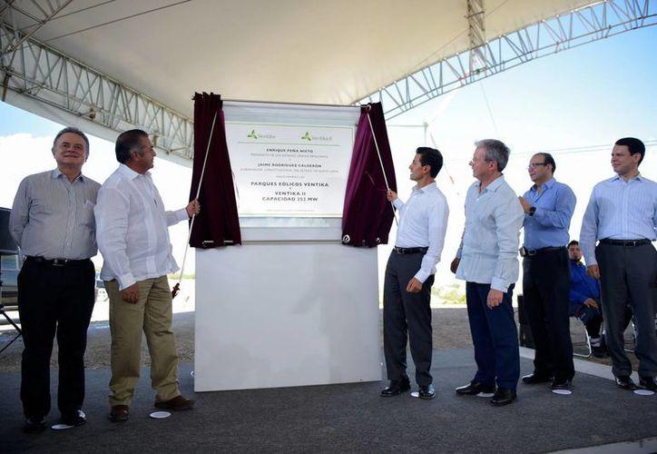 Peña Nieto inauguró, junto con Jaime Rodríguez Calderón, gobernador de Nuevo Léon, los parques eólicos Ventika. (Presidencia)