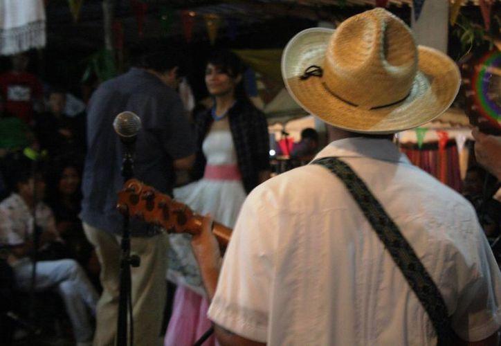 Los jarochos radicados en Playa del Carmen buscan crear su propia asociación. (Octavio Martínez/SIPSE)