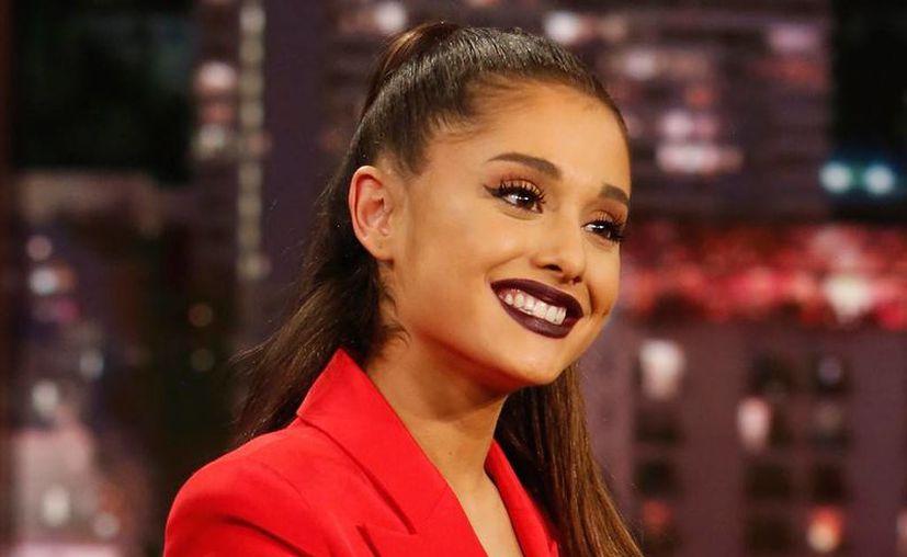 Ariana y su actual novio se compromerieron a solo un mes de relación. (E! News)