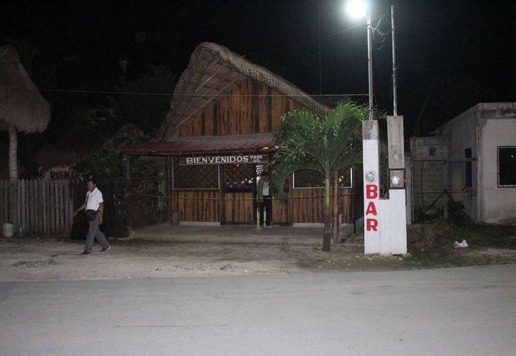 El bar se encuentra sobre la avenida López Portillo, a la altura de la colonia irregular Tres Reyes. (Redacción/SIPSE)