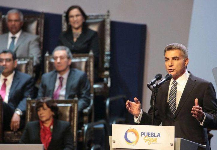 La toma de protesta de Antonio Gali Fayad se realizó en el Auditorio Metropolitano de Puebla.(@TonyGali)