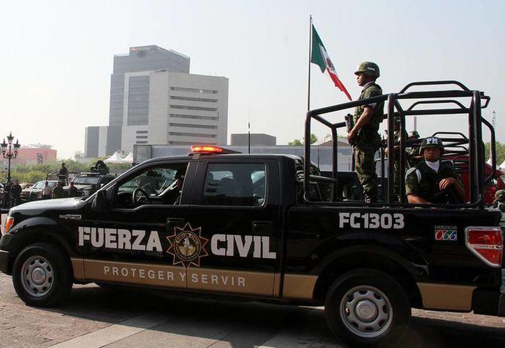 A diferencia de los delitos con violencia, la tasa de homicidios en el país aumentó 6.3 por ciento durante el año pasado, lo que generó un impacto económico adicional de 31 mil millones de pesos. Imagen de una unidad policíaca durante un operativo de seguridad en Guerrero. (Archivo/Notimex)