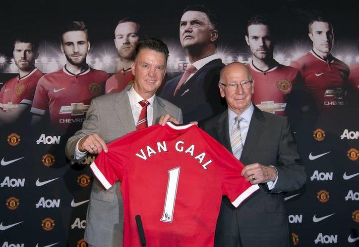 Van Gaal tuvo éxito con Holanda en el Mundial, pero ahora espera repetirlo con el Manchester United. (Foto: AP)