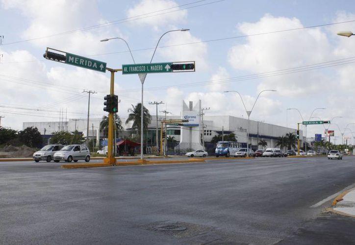 Diferentes puntos de la ciudad cuentan con equipo de vigilancia; algunos de ellos se encuentran sin funcionamiento. (Sergio Orozco/SIPSE)