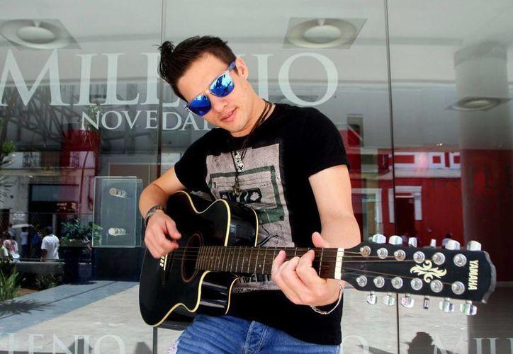 El cantante Jimmy Cruz presentará hoy su más reciente disco en el Mérida Salsa Fest 2016. (Amílcar Rodríguez/Milenio Novedades)