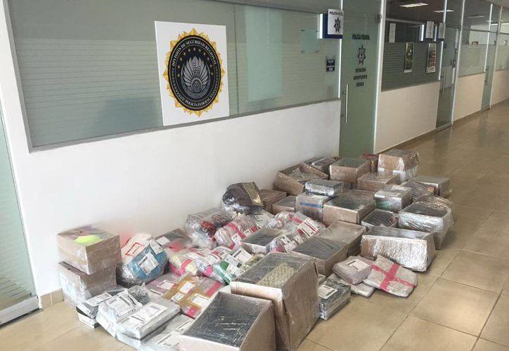 Las medicinas aseguradas por la Policía Federal en el Aeropuerto de Mérida se quedaron a disposición de la autoridad correspondiente. (Milenio Novedades)