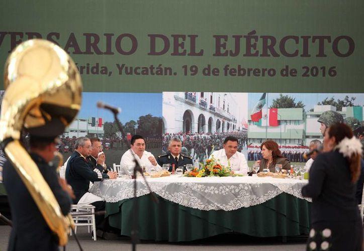 En el 103 aniversario del Ejército Mexicano, el gobernador Rolando Zapata aseguró que todas las familias yucatecas saben que en las Fuerzas Armadas las naciones tienen un aliado que vela por ellas. (Foto: Milenio Novedades)