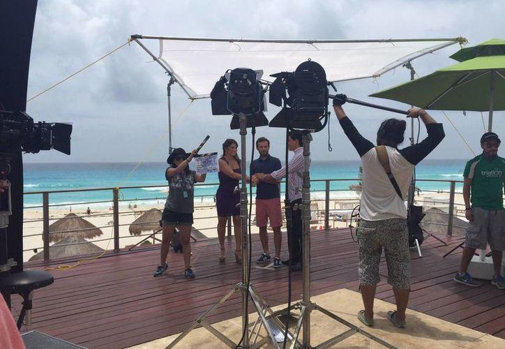 La grabación del video se realizó en la terraza de un hotel. (Israel Leal/SIPSE)