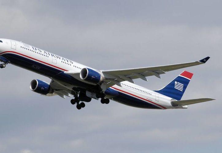 Se dio a conocer que otro avión despegó el domingo al anochecer para llevar a los pasajeros a Orlando. (wikipedia.org)