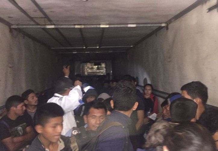 Los migrantes, viajaban desde el jueves, procedentes de Tabasco.  (Noticieros Televisa)