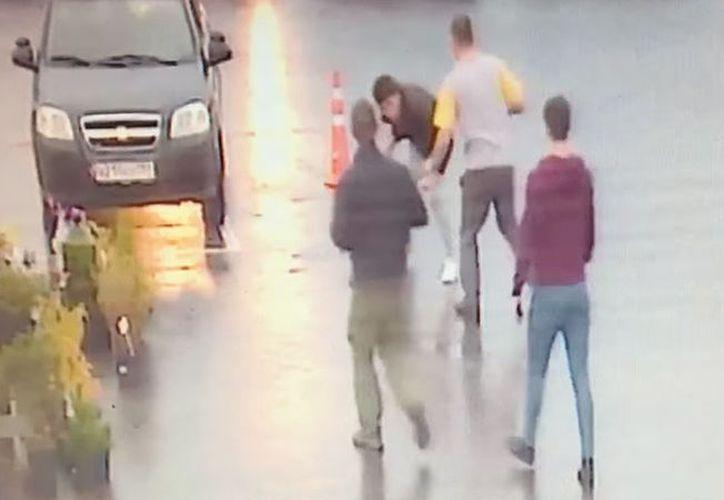 El asesinato fue perpetrado con una brocheta para barbacoa que el atacante fue a buscar a su casa. (RT)