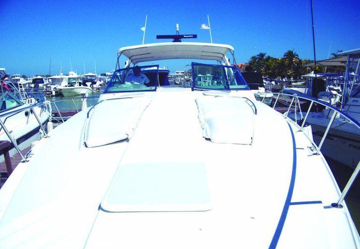 Las embarcaciones de lujo son una opción que utilizan algunas familias yucatecas para celebraciones especiales. (Milenio Novedades)