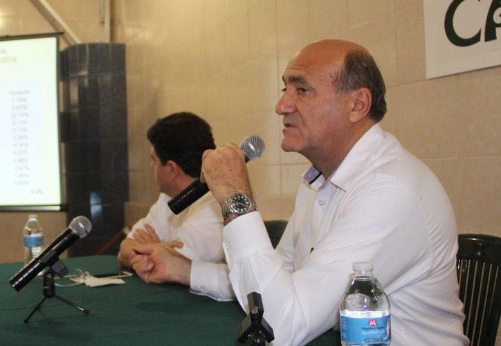 El líder hotelero Ricardo Dájer Nahum, durante la presentación de  los resultados preliminares del análisis de procedencia geográfica de los turistas. (Milenio Novedades)