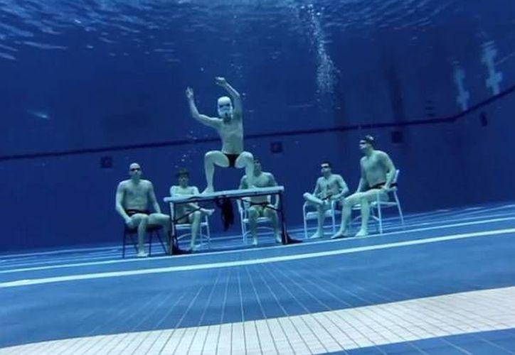 En la imagen aparece una de las primeras versiones acuáticas del Harlem Shake que fue publicada en redes sociales. (Internet)
