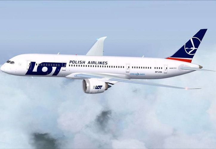 Un aeronave de la empresa polaca LOT aterrizó de emergencia en el aeropuerto de Glasgow, Escocia, a causa de una alarma de incendio. La imagen es de contexto. (flyawaysimulation.com)
