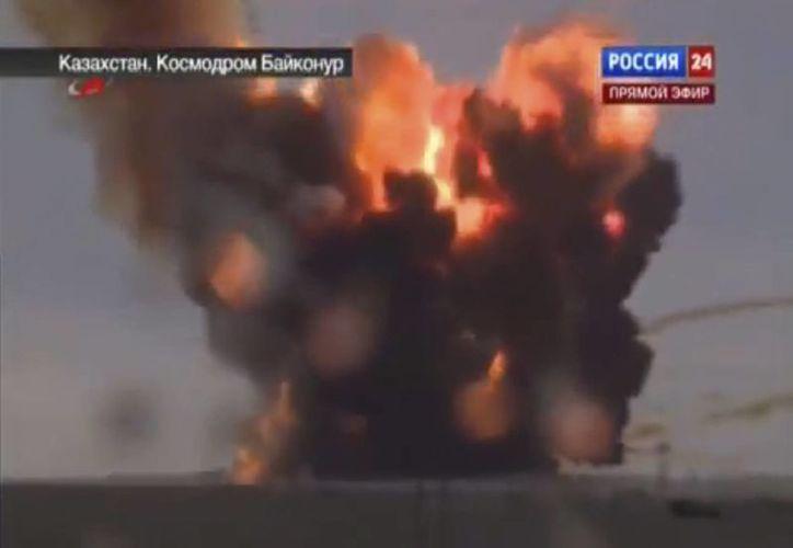 La imagen proporcionada por el canal ruso Vesti 24 muestra el momento en que un cohete se impacta poco después de despegar. (Agencias)