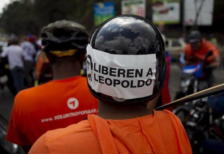 Un grupo de personas participa en una protesta de la oposición venezolana, en Caracas, Venezuela. (Archivo/EFE)