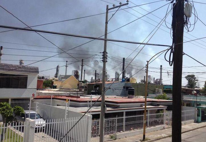 Pemex indicó que en breve se reanudarán las operaciones de la planta. (Twitter.com/@CharlieGates)
