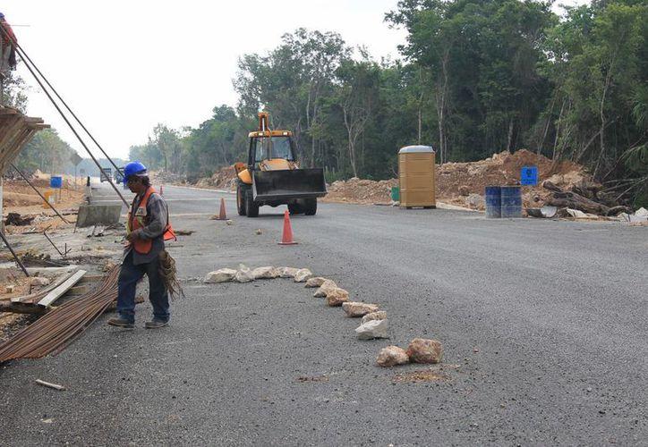 La nueva autopista brinda conexión a las comunidades mayas de El Tintal. (Juan Cano/SIPSE)
