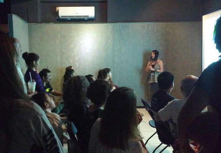 """""""Los animales y el fuego"""", escrito, dirigido y actuado por la también artista visual Araceli Pszemiarower, se encargó de abrir la segunda jornada de la Muestra. (Redacción/SIPSE)"""