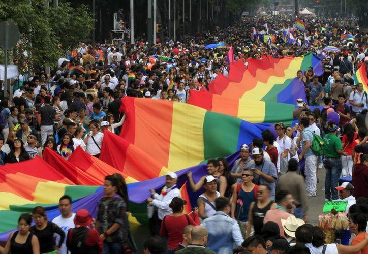 En el marco de una marcha para celebrar la diversidad sexual en México, el presidente declaró que: 'creo firmemente que todas las mexicanas y mexicanos tienen derecho a elegir libremente a quién amar y con quién compartir la vida'. (Notimex)