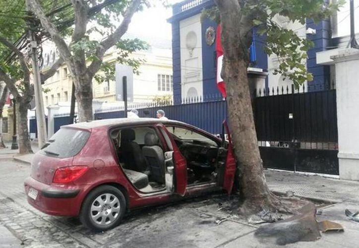El ataque planificado fue contra Brigada Homicidios PDI de Chile. Encerraron con candados a los policías. Saldo de dos detectives heridos. (Imagen tomada de @Orrego)