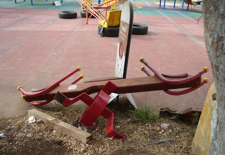 """Construido hace dos años, el parque infantil, """"El Árbol"""", hoy no es sino una infraestructura que costó mucho dinero público. (Carlos Yabur/SIPSE)"""