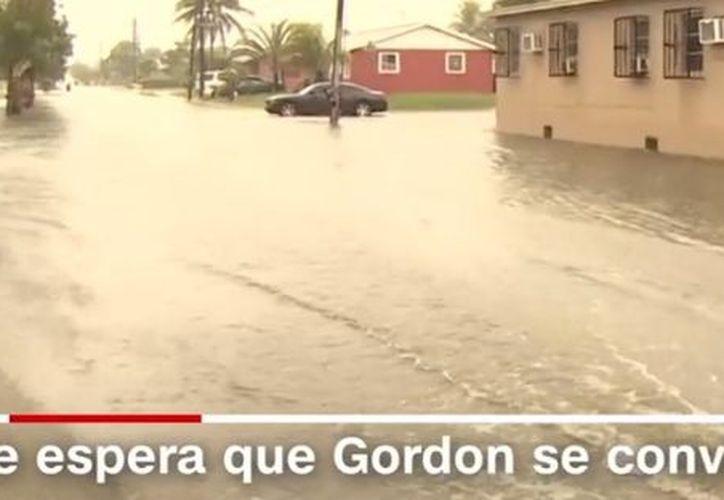 Las primeras bandas externas de lluvia y vientos en ráfaga comenzaron a sentirse esta tarde en el noroeste de Florida, indicó el Centro Nacional de Huracanes. (Captura de pantalla/CNN)