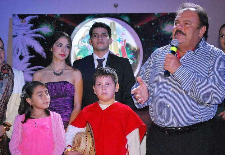 El alcalde Eduardo Espinosa Abuxapqui exhortó a todos los presentes a que participen en el carnaval. (Cortesía/SIPSE)
