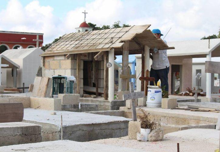 La regla general es de, al menos, 50 centímetros de separación entre las tumbas. (Felipe Carrillo Puerto/SIPSE)