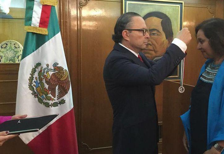 La periodista Ana Cecilia Pujals recibió en Argentina un reconocimiento por promover a México en ese país sudamericano. (Notimex)