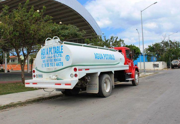 En el municipio hay 38 pipas que cuentan con el permiso de transportar el agua potable. (Octavio Martínez/SIPSE)